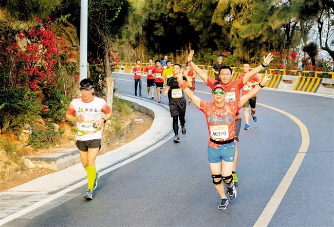 千名跑友竞逐马拉松10公里联赛