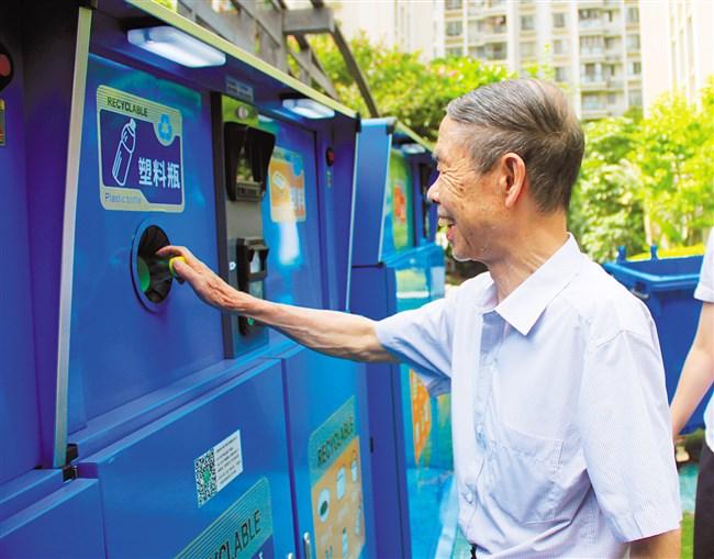 鮀城绿色环保使者推广垃圾分类呼唤你参与