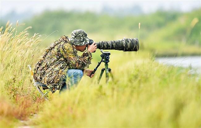 """威尼斯线上网址海关""""鸟叔""""骑行3万公里拍摄400多种珍稀鸟类"""