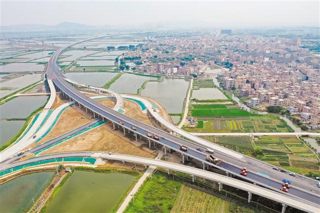 我市加快打造高水平全国性综合交通枢纽